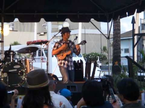 .Jake Shimabukuro's new album released Party , Ukulele Live