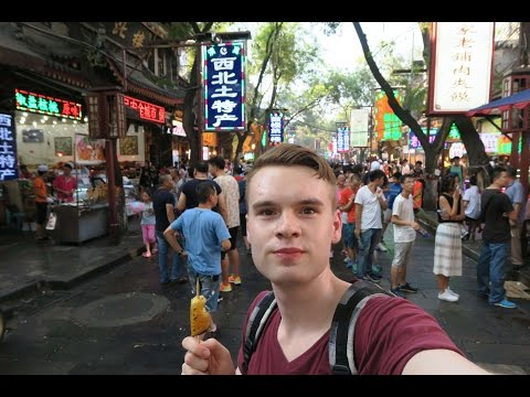 XI'AN, CHINA 🇨🇳 MUSLIM STREET FOOD & ANCIENT CITY WALL