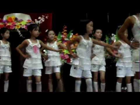 Mỹ Duyên Phương Uyên - cùng nhảy nào các bạn ơi rằm tháng 8 - 2011 - La Xuyên
