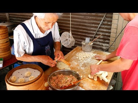 TAIWAN Street Food tour in Kaohsiung | BEST Taiwanese breakfast and delicious LOCAL Taiwanese food