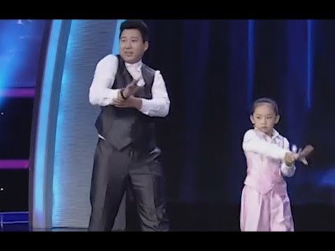 Little girl performs robot dance | CCTV English