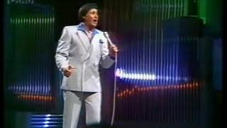 Howard Morrison - Whakaaria Mai (live 1982)