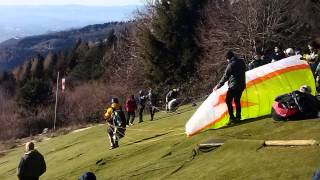 Flying Away, my first year of paragliding.