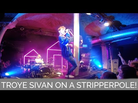 TROYE SIVAN ON A STRIPPERPOLE! | TROYE SIVAN IN CONCERT | BERLIN