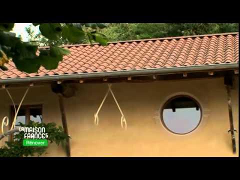 un chauffe eau solaire reli des capteurs pour produire l 39 eau chaude la maison france 5. Black Bedroom Furniture Sets. Home Design Ideas