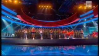 Prestation avant les résultats de la demi-finale du concours Eurovi...