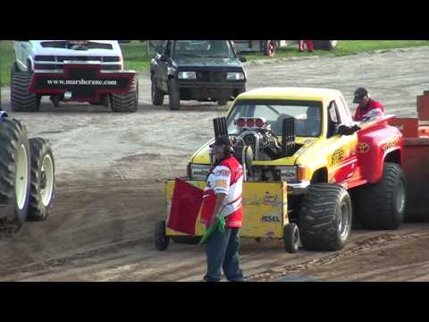Super Modified 4x4 pickup truck pulls