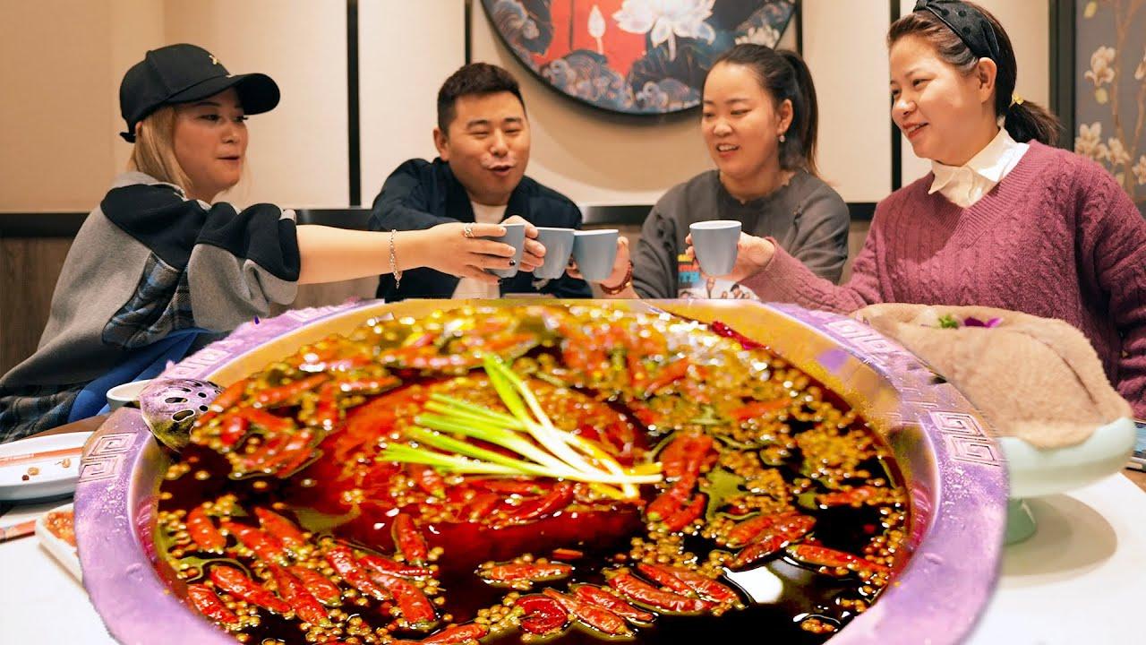 【超小厨】闺蜜练车和她闺蜜吃饭,这四川老公开心坏了,麻辣火锅越吃越辣,爽!