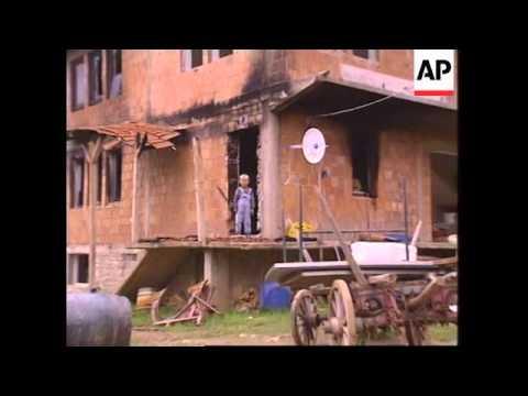 YUGOSLAVIA: KOSOVO: SERB HOUSES SET ON FIRE
