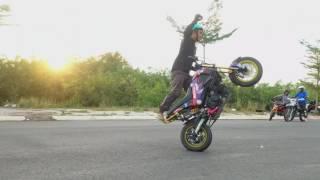 Tập luyện bốc đầu, wheelie... stunt các kiểu trong hoàng hôn ở Nam Sài Gòn.