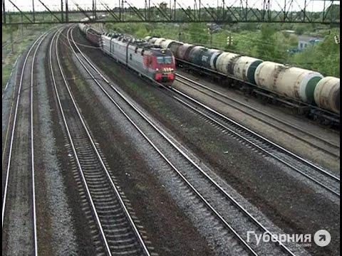 Двое комсомольчан сливали топливо из железнодорожных цистерн.MestoproTV
