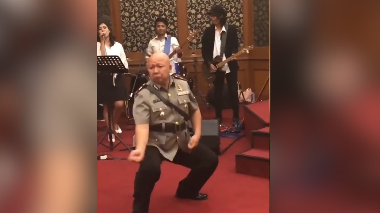 Indonesian cop celebrates promotion with hilarious dance