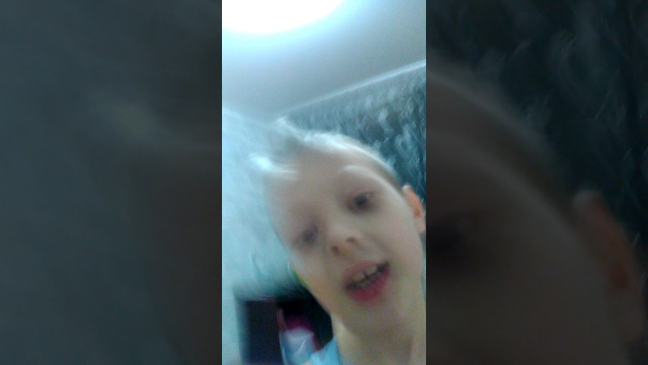 сестра хочет младшего брата відео
