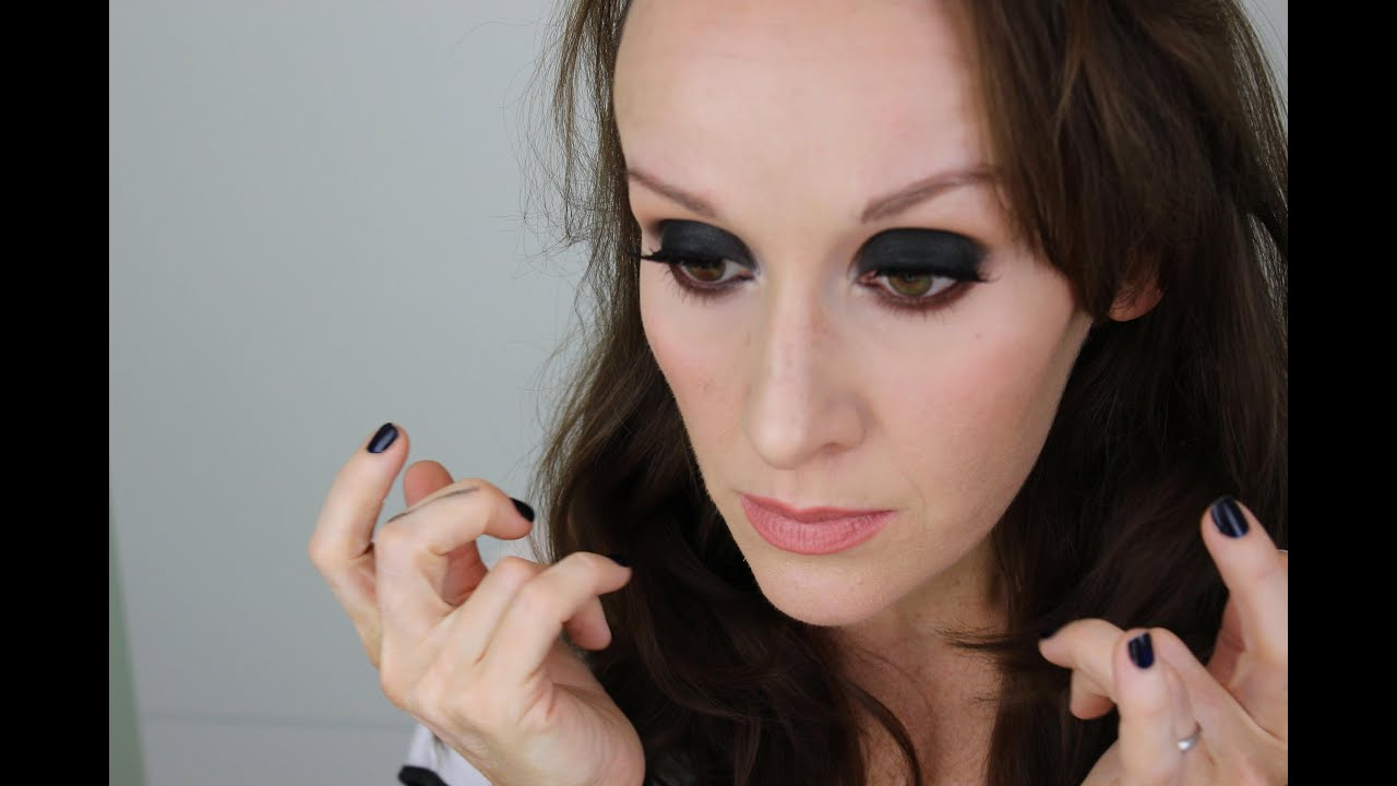 HOW TO WEAR BLACK EYESHADOW (using Makeupgeek Corrupt eyeshadow ...