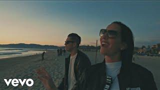 Смотреть клип Domino Saints - Mala
