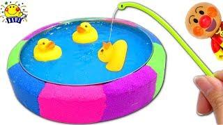 アンパンマンとばいきんまんでキネティックサンドのプール作りで砂遊び★ はたらくくるまと色を覚えよう★ Learn Colors Kinetic Sand Rainbow Pool たまごMammy