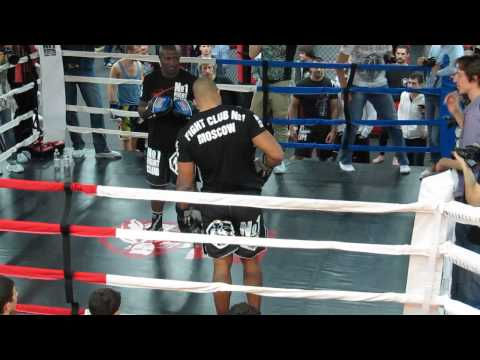 alistair overeem knee and punches