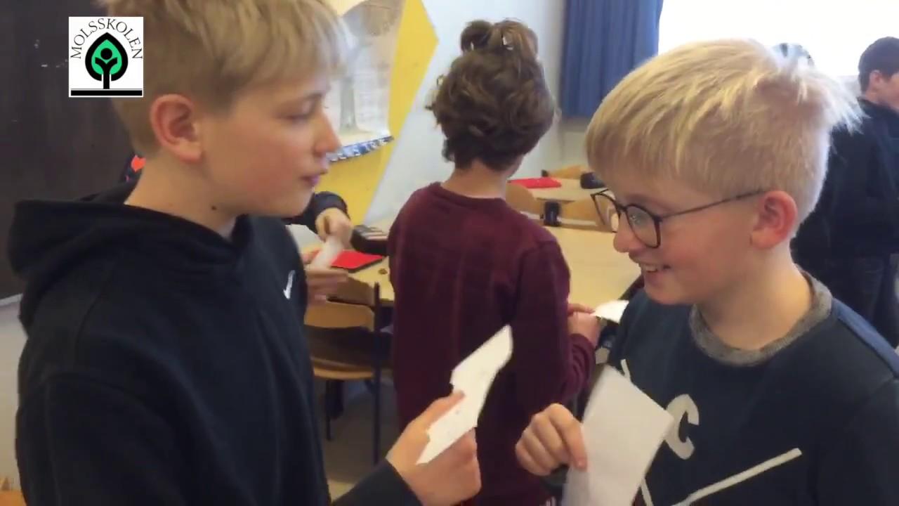 Engelskundervisning på Molsskolen - alle elever igang på samme tid