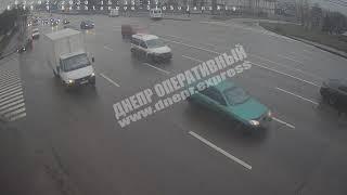 В Днепре   жуткая авария маршрутка влетела в столб видео момента ДТП