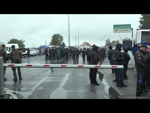 """Бунт на кордоні: Мінфін пов'язує блокування КПП """"Тиса"""" з контрабандою"""
