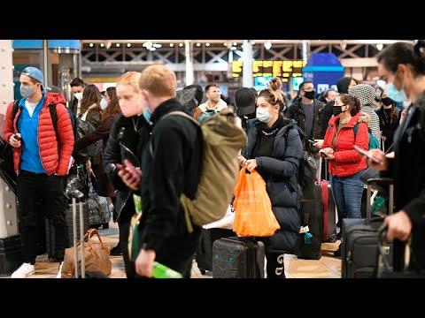 Новый штамм коронавируса в Англии: лондонцы покидают город