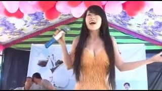 Thiếu nữ Việt  mát mẻ  hát đám cưới cực sung khiến dân mạng xôn xao