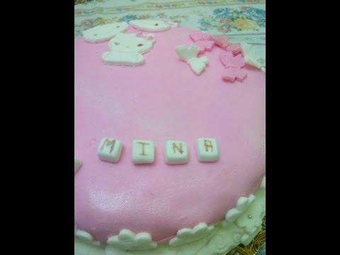 gâteau-d'anniversaire-avec-pâte-a-sucre
