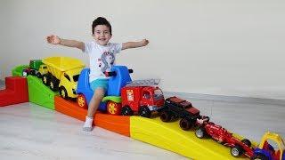 Yusuf Roller Coaster da Oyuncak Arabalar Yarıştırdı | Eğlenceli Çocuk Videoları