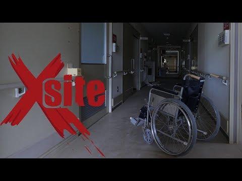 Dans un immense hôpital à l'abandon (avec tout laissé en état)