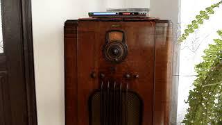 Різдвяні колядки на старому радіо .