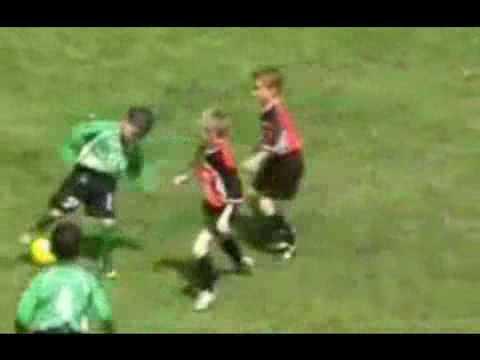 Video- Kĩ thuật siêu việt của thần đồng bóng đá - Thể thao.flv