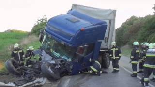 Totálkáros nyergesvontató műszaki mentése halálos baleset után - technical rescue after fatal crash