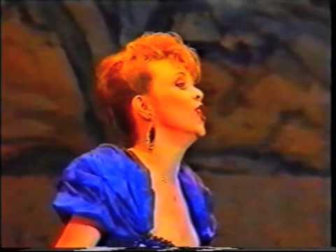 Finale du concours Operalia 1993 : Inva Mula