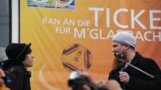 Junger Christ schreit bei Pierre Vogel Kundgebung zwischen - Mönchengladbach 13.03.2011