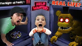 FIVE NIGHTS at FREDDY'S: HELP WANTED! Part 1 (FGTEEV Real Life?)