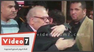 بالفيديو.. صلاح عبد الله والصريطى والعدل فى عزاء والدة طارق عبد العزيز والمؤلف عبد الله حسن