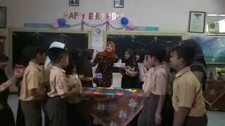 HAPPY BIRITHDAY bu guru,semoga sehat selalu