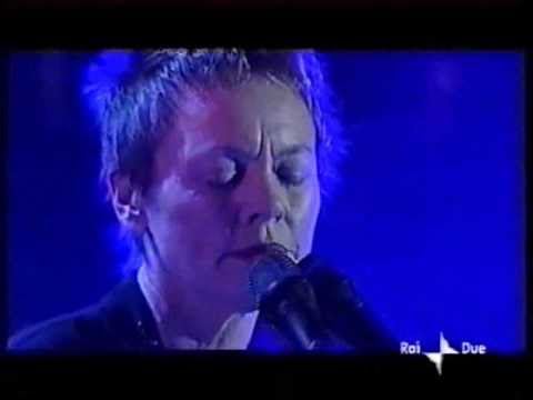 Beginning French (in Italian) & O Superman - Laurie Anderson Live in San Remo 2001