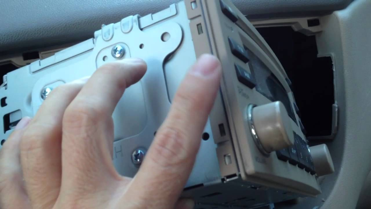 06 Kia Rio Aftermarket IPhone Radio Installation - YouTube