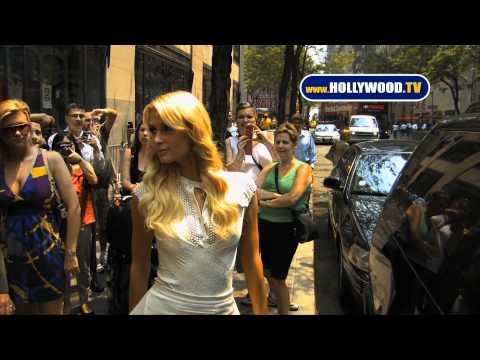 CELEBRITY GPS -- Paris Hilton Does New York!