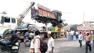 Tata truck Accident Rescue Operation by Crane Machine  ( Karunesh Kaushal )