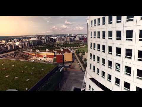 Turning Torso Flyby in 4K - Malmo, Sweden