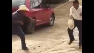 video chistoso /jajaja que chistoso borrachos peleando 1