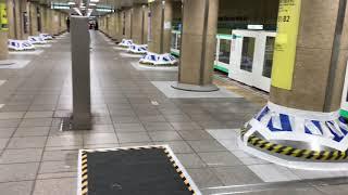 【ホームドアよりも柱の補強が目立つ】東京メトロ千代田線新御茶ノ水駅 ホームドア稼働の様子