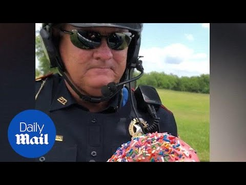 Hilarious cop accepts doughnut as bribe! - Daily Mail