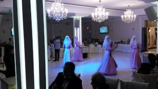 Армянский танец с женихом и невестой