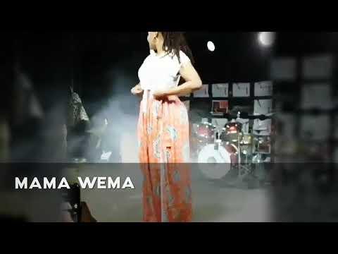 Wema Sepetu Atingisha Makalio Mbele Ya Mama Yake thumbnail