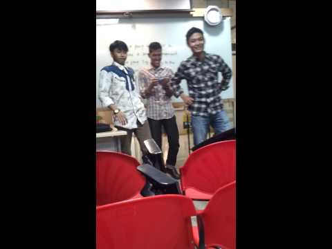 Student saito college singing