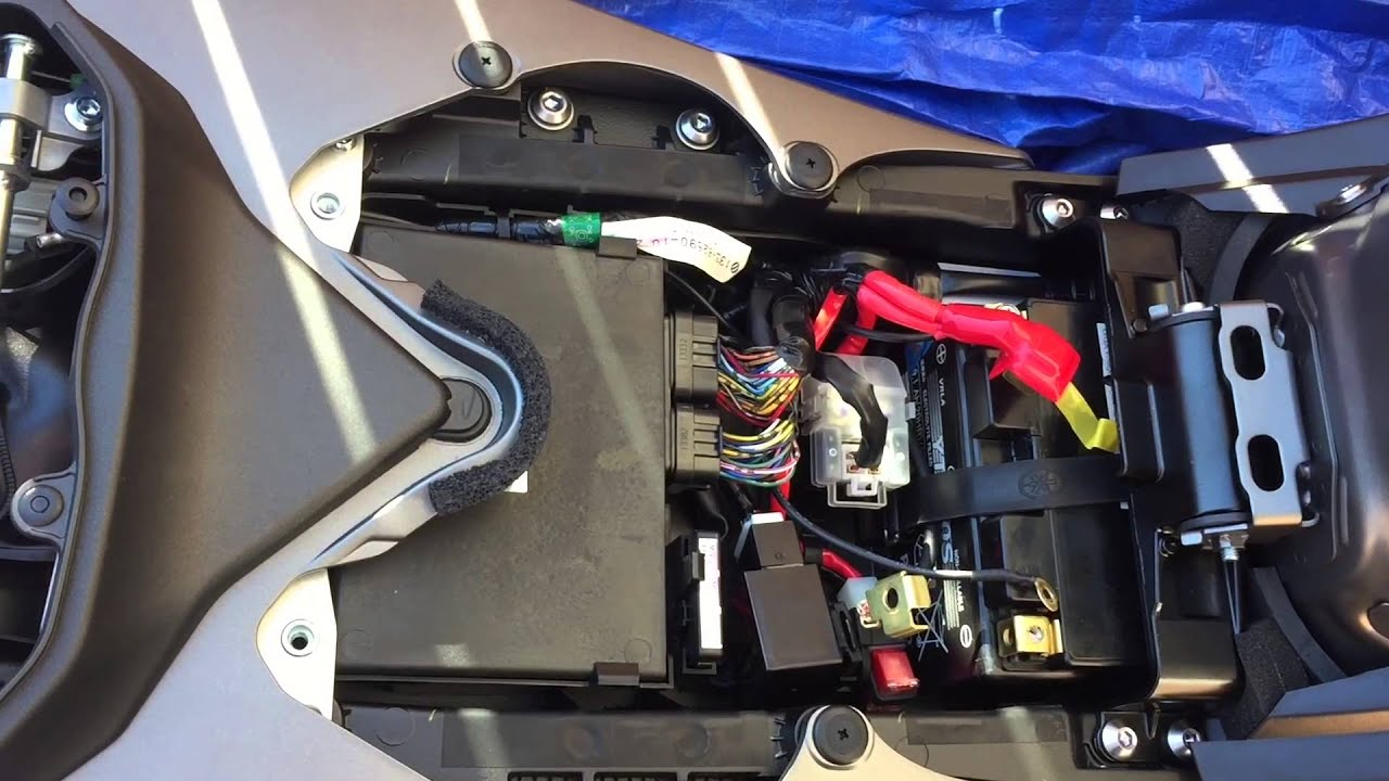 yamaha r6 battery tender install