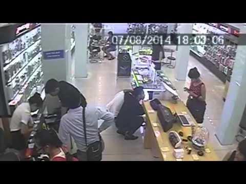 [CẢNH BÁO] Chiêu thức ăn trộm điện thoại tại các cửa hàng